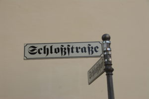 Blackletter form of the ſz ligature (Erfurt street signs)